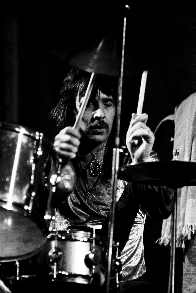 1973-02-02 Hamburg - Lee Kerslake.jpg